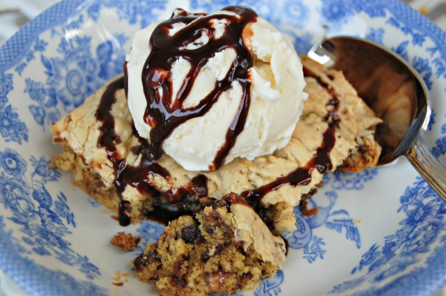 cookie cake with ice cream