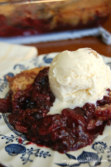 Easy Berry Cobbler: Cozycakes Cottage